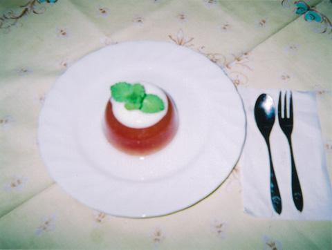 丸ごとトマトのヘルシー寒天ゼリー (ヨーグルトソース)