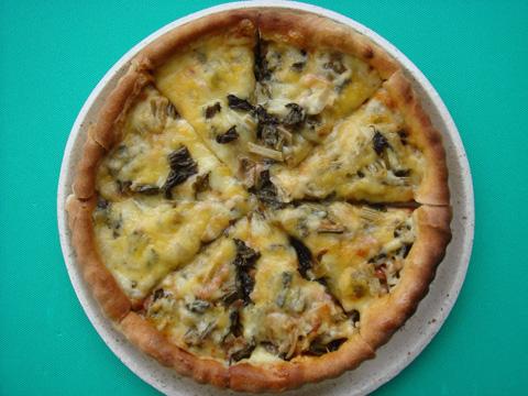 そば生地のすんきピザ