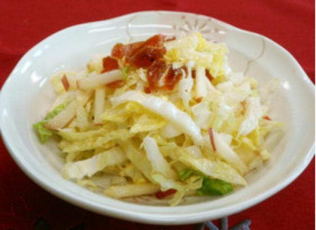 1月のおいしい部局長会議で、「白菜とりんごと干し柿のサラダ」が紹介されました!