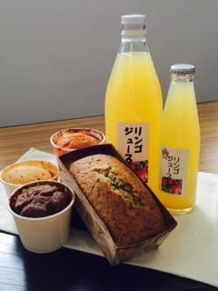 2月のおいしい部局長会議で、「長野県稲荷山養護学校のりんごジュースとケーキ」が紹介されました!